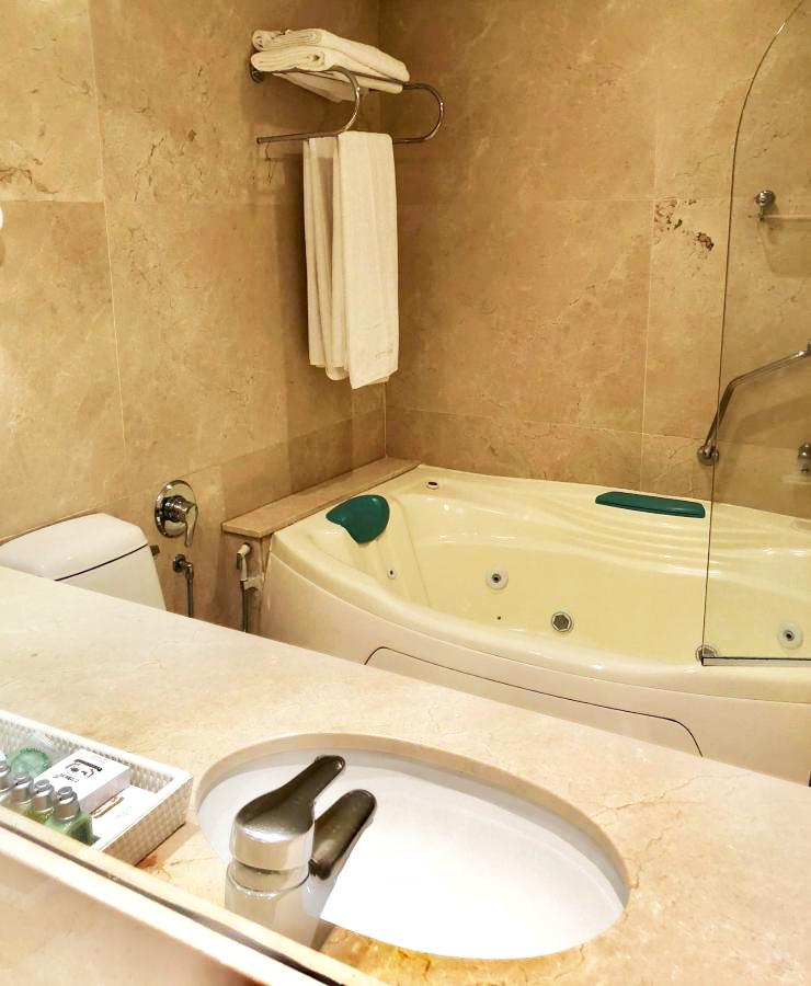 super_luxo_tematico_banheiro_com_banheira